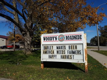 Woody's Roadside Bar